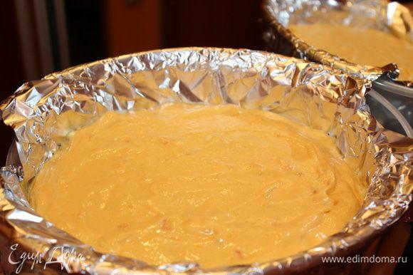 Выложить тесто в форму. Плотно накрыть фольгой. Готовить в пароварке 20 минут. Затем приоткрыть, и готовить ещё 10 минут.