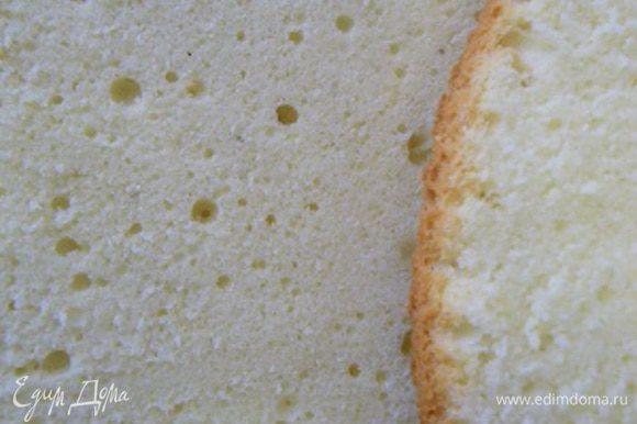 Из указанного количества продуктов получаем такой бисквит: - разъемная форма диаметром 26 см – дает высоту бисквита 2-4 см, -разъемная форма диаметром 23см - дает высоту бисквита 4-6см, можно разрезать на 2-3 пласта. - разъемная форма диаметром 18 см – дает высоту бисквита 6-9см, его можно резать по желанию на 3-5 пластов. Приятного аппетита Вам))
