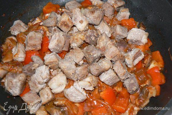 Грибы с овощами соединить с мясом