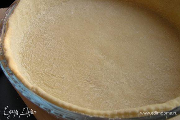 Выложить тесто в форму для выпечки,