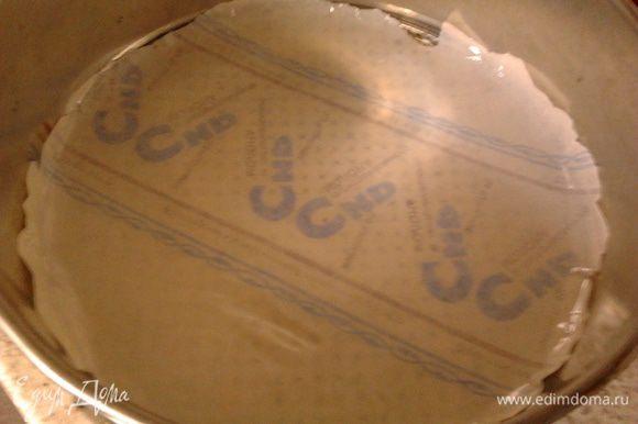 взять форму и выстелить пергаментом,смазать маслом