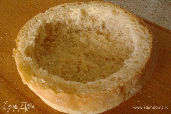 из хлеба аккуратно вынуть мякиш