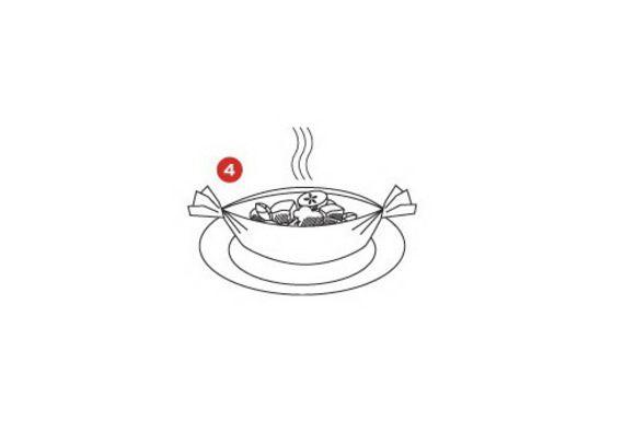 Аккуратно положите горячие кульки на тарелки и подавайте к столу.