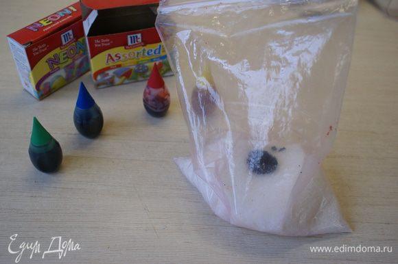 СИНИЙ САХАР. Положить в пакет сахар и накапать около 5 капель синего пещевого красителя.