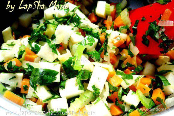 Теперь добавим бульон или воду. Я использую свои заготовки, замороженный куриный бульон. Дадим вскипеть, уменьшим огонь и варим минут 15-20, до мягкости всех овощей. Проверяйте по моркови и корню петрушки, готово, если они мягкие.
