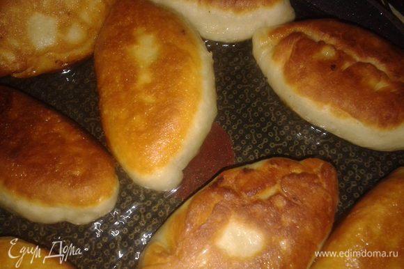 лепить пирожки и жарить в большом количестве растительного масла