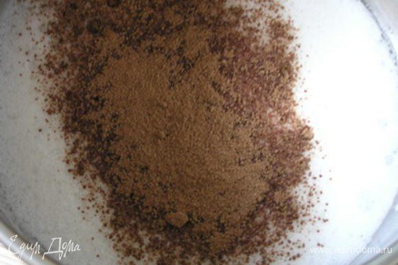 Охлажденные белки взбить с лимонным соком до пышной массы, не переставая взбивать, добавить какао,