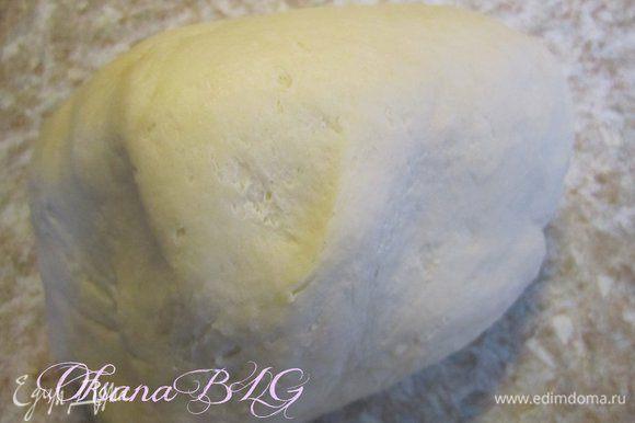 Тесто. Муку перетереть с масло, добавить остальные ингредиенты замесить мягкое тесто. Поставить в холодильник на 15-20 минут.