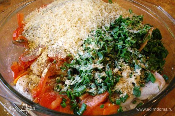 Рис промываем и высыпаем в форму для запекания.
