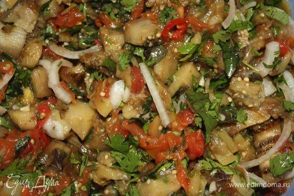 Смешиваем все ингредиенты, солим, перчим, добавляем немного оливкового масла, перемешиваем и убираем в холодильник минимум на пол часа. Приятного аппетита!