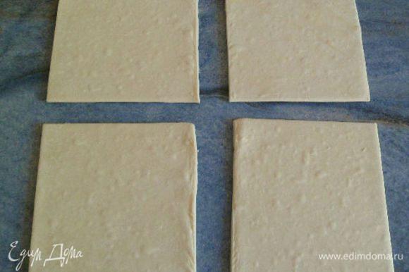Затем раскатываем тесто и вырезаем квадраты