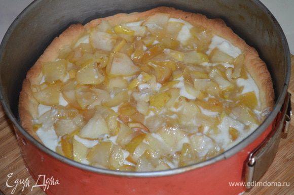...а сверху распределить яблочную и выпекать еще 15 минут при тойже температуре.
