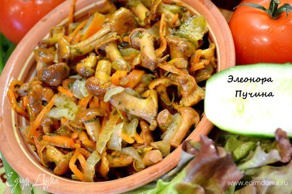 Подать грибы и картошку с овощами,35мин.и ужин готов)