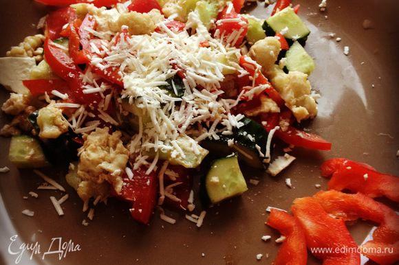 Остужаем яичницу с капустой. Перемешиваем, а точнее разделяем соцветия. Режем остальные овощи произвольно, и заправляем оливковым маслом, бальзамиком, солим, перчим. Добавляем капусту и сверху трём брынзу. Вот и всё))) Сытно и хорошо подходит в жару :) Приятного аппетита!