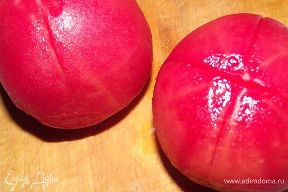Взяла 2 помидора,ошпарила их и сняла кожицу