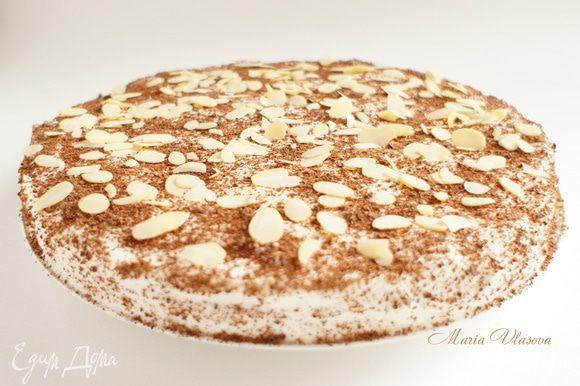 Украсить взбитыми сливками, шоколадом и миндальными лепестками (с кокосовой стружкой не менее вкусно).