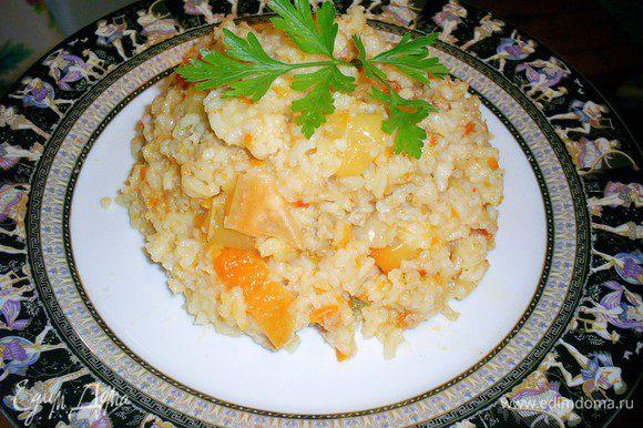 Наше блюдо готово. Рекомендую подавать его с салатом с помидорами. Приятного аппетита!