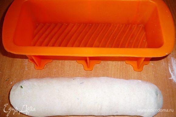 Положить в форму для выпечки и поставить на расстойку в теплое место.