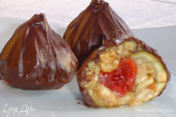 По желанию можно трюфельки обвалять в какао или посыпать орехами. Главное, что это очень вкусный и полезный десерт.