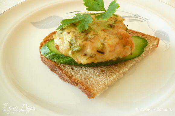 Можно приготовить бутерброд ,добавив овощи по вашему вкусу.