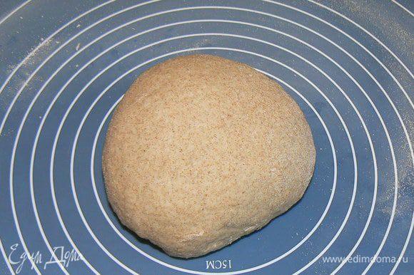 Тщательно вымешиваем тесто. Получается вот такой шарик.
