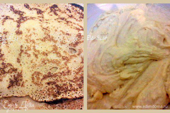 Испечь блины; С творогом смешать яйцо, сахар, манку, сахар, сливочное масло, взбить блендаром до состояния однородности.