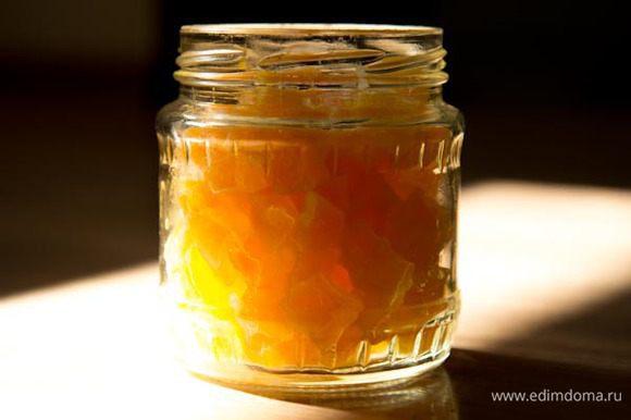 Цукаты из тыквы: Готовим цукаты по этому рецепту - http://www.edimdoma.ru/retsepty/47394-tsukaty-iz-tykvy Откидываем тыкву на сито и даем стечь сиропу. Сироп используем в коржи и крем.