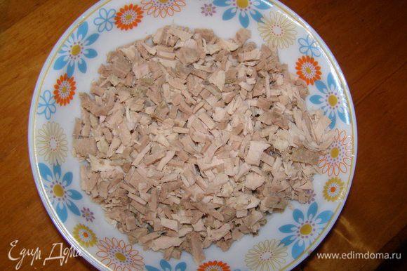 Отварное мясо мелко нарезать