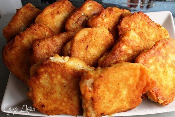 Филе нарезать на куски, посолить, поперчить, полить соком лимона. Обмакивать рыбу в тесто и жарить на среднем огне во фритюре по 3-4 минуты каждую сторону. Выкладывать на бумажное полотенце, что бы избавиться от лишнего масла. Приятного аппетита!
