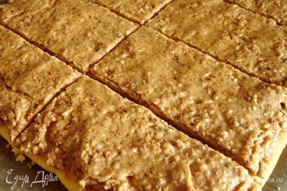 Когда белковый слой подсохнет и перестанет липнуть к рукам, разрезать корж на 10 пирожных 10х5 см и немного отодвинуть их друг от друга. Выпекать пирожные при 160*С около 20 минут. Если хочется более сухого печенья,то можно увеличить время выпекания. Приятного аппетита!