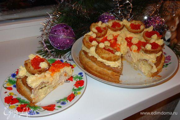 Хорошо охладить торт. Нарезать на кусочки и угощать родных и друзей!!!