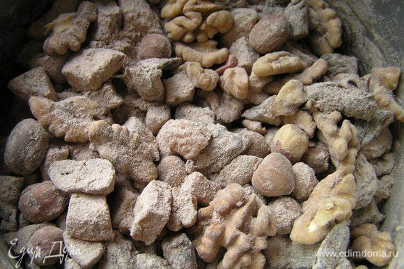 Добавить муку с какао и пряностями, перемешать.