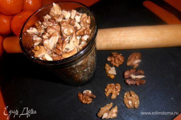 Орехи можно пропустить через мясорубку...