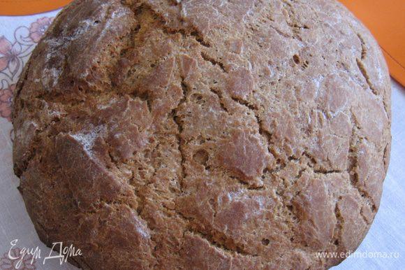 Пока хлеб печется, духовку не открываете. Через 40-60 минут вынимаете, сразу берете хб или льняное полотенце и оборачиваете в него хлеб. Кушать это чудо можно будет только на следующий день. Как видите, ничего сложного нет! Я описала, как пекла именно ржаной хлеб, но вы можете испечь 50/50 или полностью белый хлеб, дополнить тесто сухофруктами или семечками.