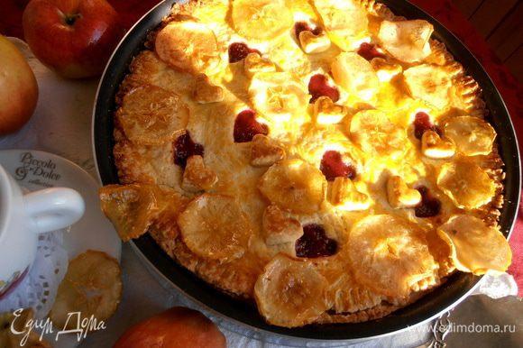 Украшаем яблочный пирог нашими свежеиспечёнными чипсами!