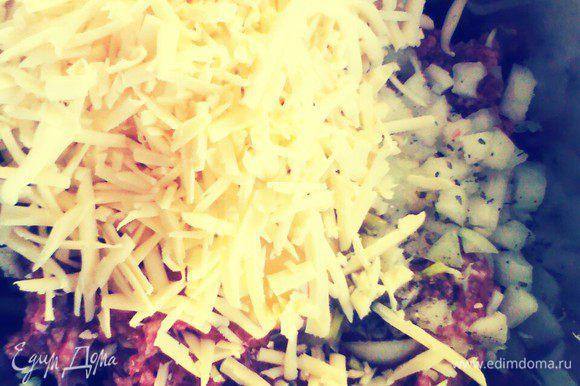 Далее сыр, яйцо, сухари.