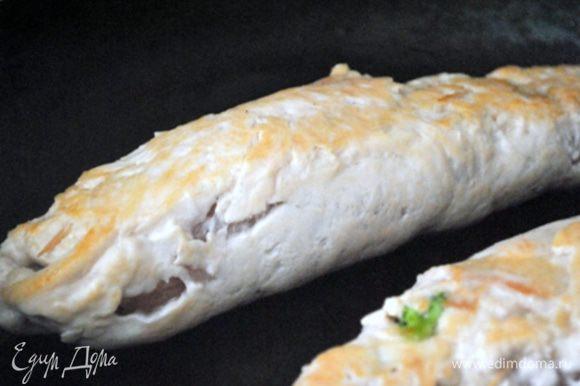 Переложить роллы в форму для запекания и отправить в нагретую до 200 гр. духовку на 15 минут, до готовности мяса. Подавать с томатным соусом. Cмачного!