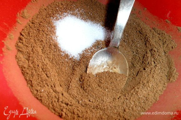 Смешиваем сахар с корицей примерно 2:1. Если вы заметили,сахара в тесте нет,а начинку регулируйте сами...У меня в меру сладкое получилось!