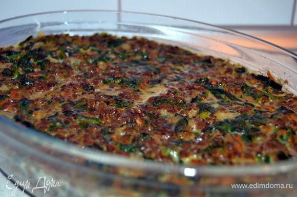 Готовую запеканку сбрызнуть горячим оливковым маслом и сразу подавать.