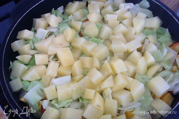 Добавляем картофель порезанный квадратиками