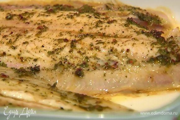 Отправить рыбу в разогретую духовку на 15 минут.