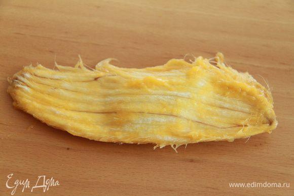 """Так выглядит семя манго. Для меня это было неожиданностью, потому что манго я """"разделывала"""" первый раз!"""