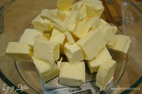 Маргарин, масло растопить на водяной бане или СВЧ, охладить