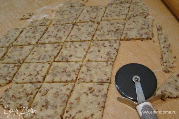 """Можно воспользоваться ножом для пиццы и порезать печенье на квадраты/ромбы. Выпекаем на пергаменте, при 180""""С около 12-15 минут. Приятного аппетита!"""