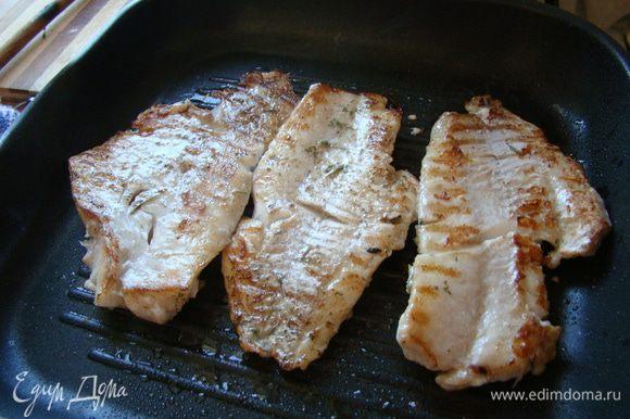 Смазываемым маслом хорошо нагретую сковороду-гриль, обжариваем окуня по 3-4 минутки с каждой стороны. Приятного аппетита!