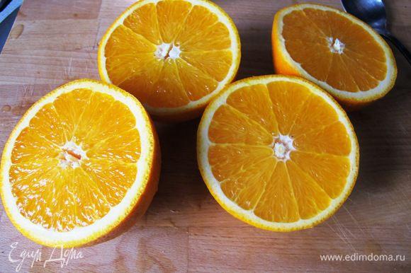 Тем временем разогреваем духовку до 180 градусов. 4ый (или 3ий, если апельсины крупные) режем дольками толщиной примерно 0,7 мм.