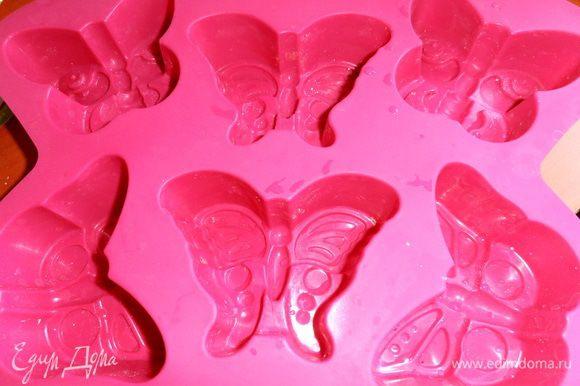 Если есть силиконовая формочка,то это идея для порционного клафути-очень удобно!