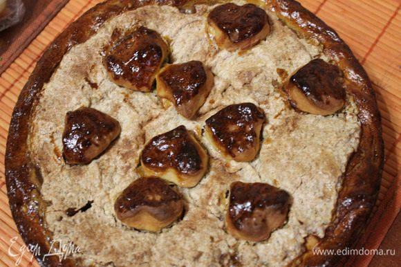 Ставим форму с пирогом в заранее разогретую духовку до 180 градусов, на 30-40 минут. Как только тесто приобретет золотистый цвет, пирог готов! Приятного аппетита!))