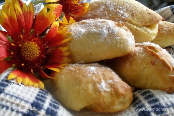 Готовые пирожки можно посыпать сахарной пудрой. Приятного чаепития!:)