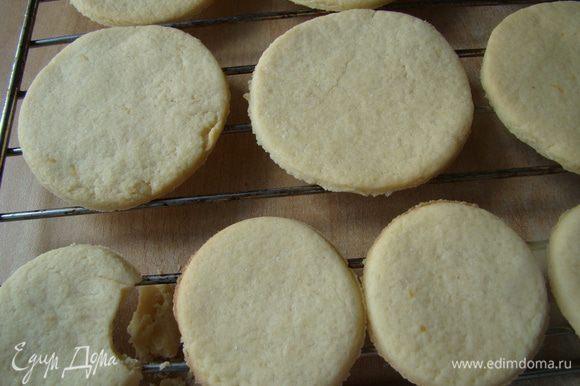 Выпекаем печенье 8-10 минут, остужаем на решетке. Приятного аппетита!